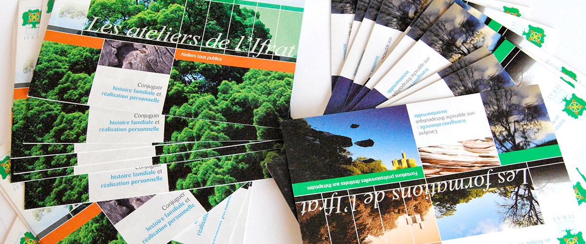 Infographiste indépendant, création et mise en page de plaquettes commerciales dépliant 2 volets formations et ateliers