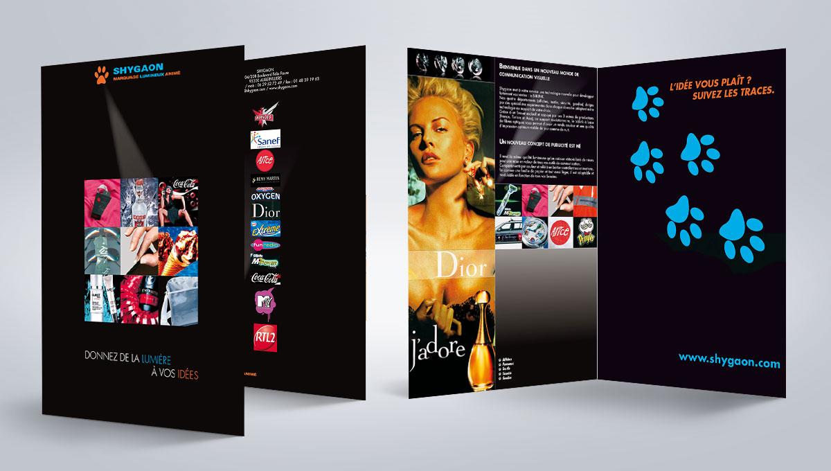 Infographiste indépendant, création et mise en page de plaquettes commerciales dépliant 2 volets publicités