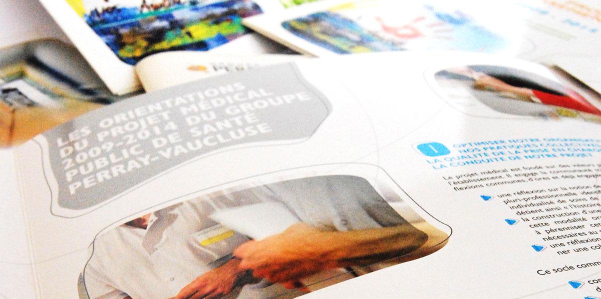 Infographiste indépendant, création et mise en page de plaquettes commerciales 4 volets établissement de santé hôpital