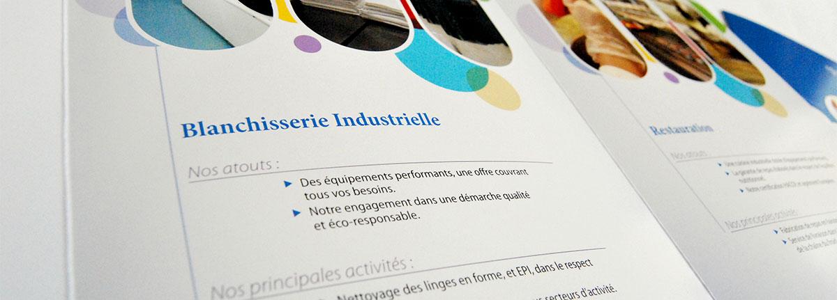 Infographiste indépendant, création et mise en page de plaquettes commerciales dépliant 3 volets ESAT blanchisserie