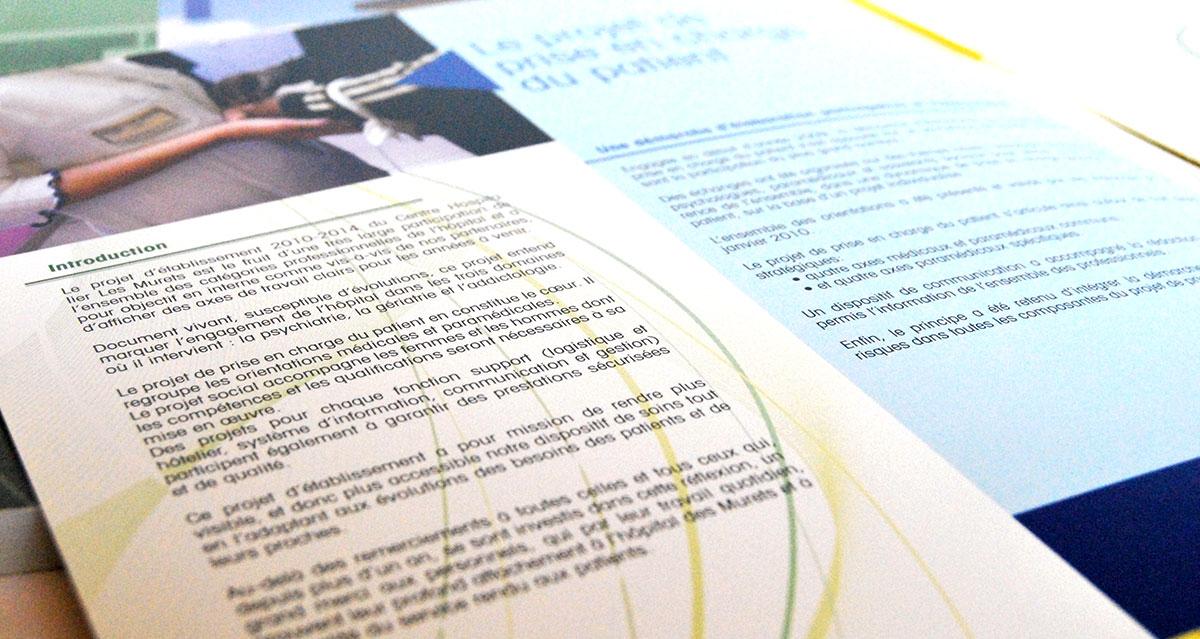 Infographiste indépendant, création et mise en page de rapports d'activité, introduction au projet